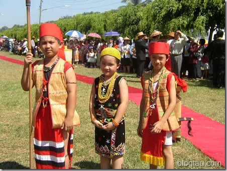 Young Lun Bawang Warriors and Maiden